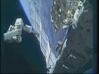 [STS-132] Atlantis : EVA 1, Reisman et Bowen. - Page 2 Vlcsn384