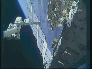 [STS-132] Atlantis : EVA 1, Reisman et Bowen. - Page 2 Vlcsn385