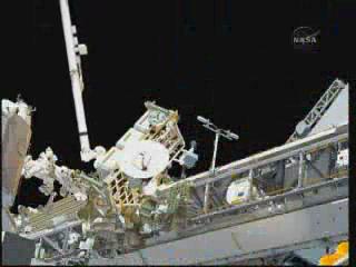 [STS-132] Atlantis : EVA 1, Reisman et Bowen. - Page 2 Vlcsn394