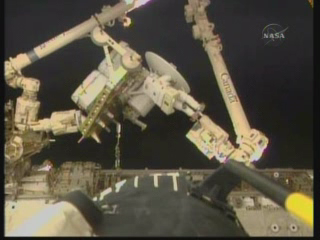 [STS-132] Atlantis : EVA 1, Reisman et Bowen. - Page 2 Vlcsn399