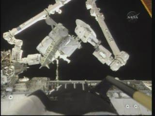 [STS-132] Atlantis : EVA 1, Reisman et Bowen. - Page 2 Vlcsn400