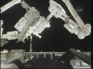 [STS-132] Atlantis : EVA 1, Reisman et Bowen. - Page 2 Vlcsn401
