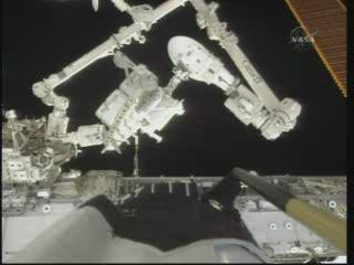[STS-132] Atlantis : EVA 1, Reisman et Bowen. - Page 2 Vlcsn402