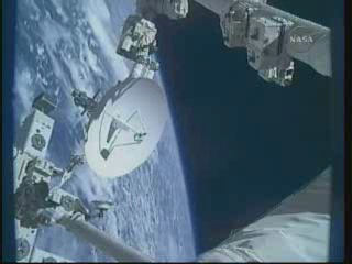 [STS-132] Atlantis : EVA 1, Reisman et Bowen. - Page 2 Vlcsn405