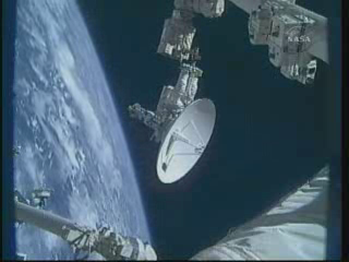 [STS-132] Atlantis : EVA 1, Reisman et Bowen. - Page 2 Vlcsn406
