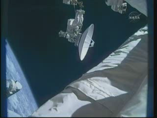 [STS-132] Atlantis : EVA 1, Reisman et Bowen. - Page 2 Vlcsn407