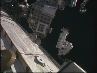 [STS-132] Atlantis : EVA 1, Reisman et Bowen. - Page 2 Vlcsn409