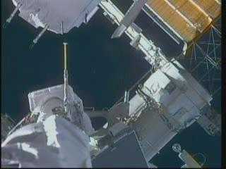 [STS-132] Atlantis : EVA 2, Steve Bowen et Mike Good. Vlcsn416