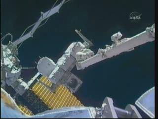 [STS-132] Atlantis : EVA 2, Steve Bowen et Mike Good. Vlcsn417