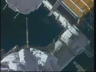 [STS-132] Atlantis : EVA 2, Steve Bowen et Mike Good. Vlcsn418