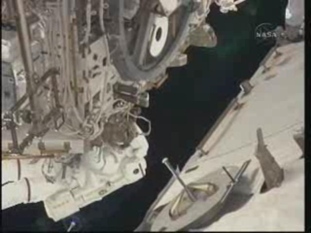 [STS-131] Discovery : EVA 3 Anderson & Mastracchio Vlcsna10