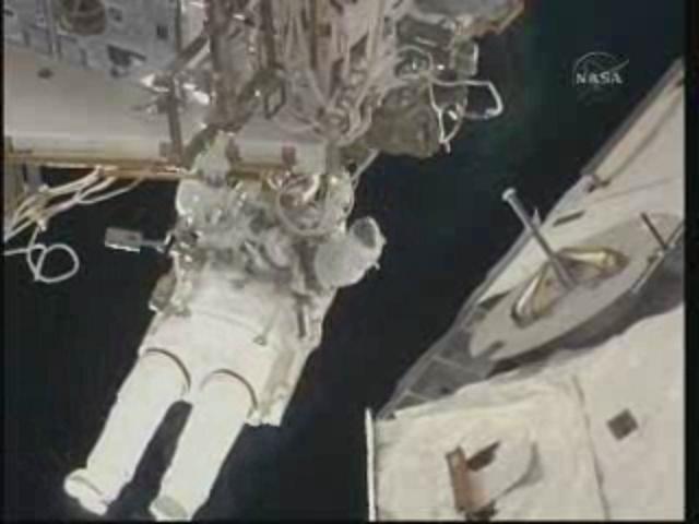 [STS-131] Discovery : EVA 3 Anderson & Mastracchio Vlcsna11