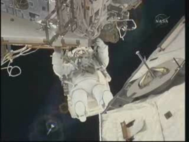 [STS-131] Discovery : EVA 3 Anderson & Mastracchio Vlcsna13