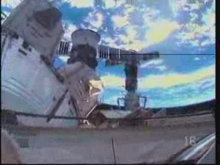 [STS-131 / ISS19A] Discovery : EVA 2 Anderson & Mastracchio - Page 3 Vlcsna17