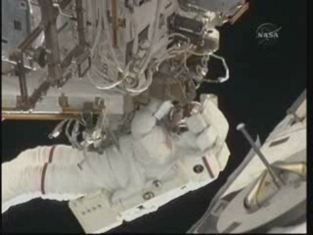 [STS-131] Discovery : EVA 3 Anderson & Mastracchio - Page 2 Vlcsna18