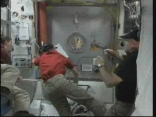 [STS-131 / ISS19A] Discovery : EVA 2 Anderson & Mastracchio - Page 3 Vlcsna25