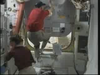 [STS-131 / ISS19A] Discovery : EVA 2 Anderson & Mastracchio - Page 3 Vlcsna29