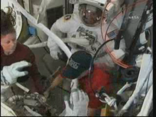 [STS-131 / ISS19A] Discovery : EVA 2 Anderson & Mastracchio - Page 3 Vlcsna34