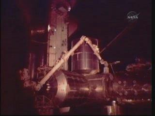 [STS-131] Discovery : EVA 3 Anderson & Mastracchio Vlcsna82