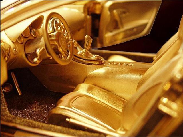 Une Bugatti Veyron en or à 2,4 millions d'euros... 03280210