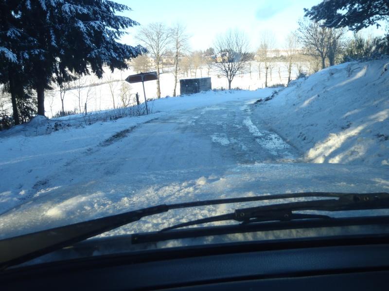 Ma BMW dans la neige Pc260011