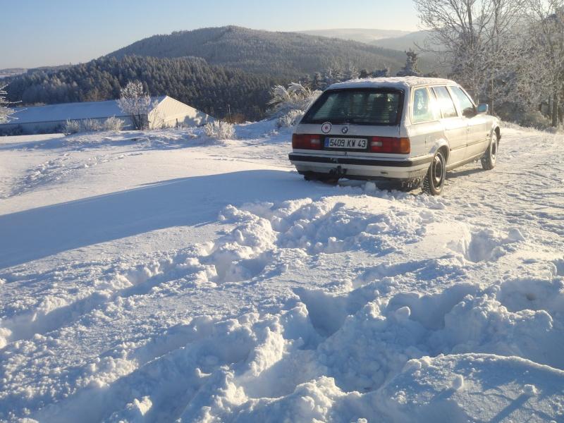 Ma BMW dans la neige Pc260013