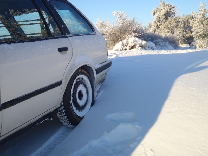Ma BMW dans la neige Pc260014