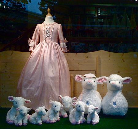 Mouton peluche de la reine - Page 4 57498412