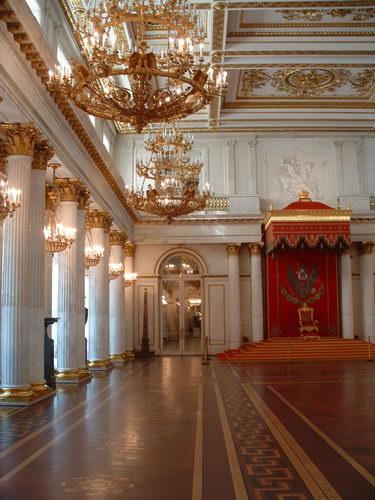 Exposition « Trônes en majesté, l'autorité et son symbole » Hermit10