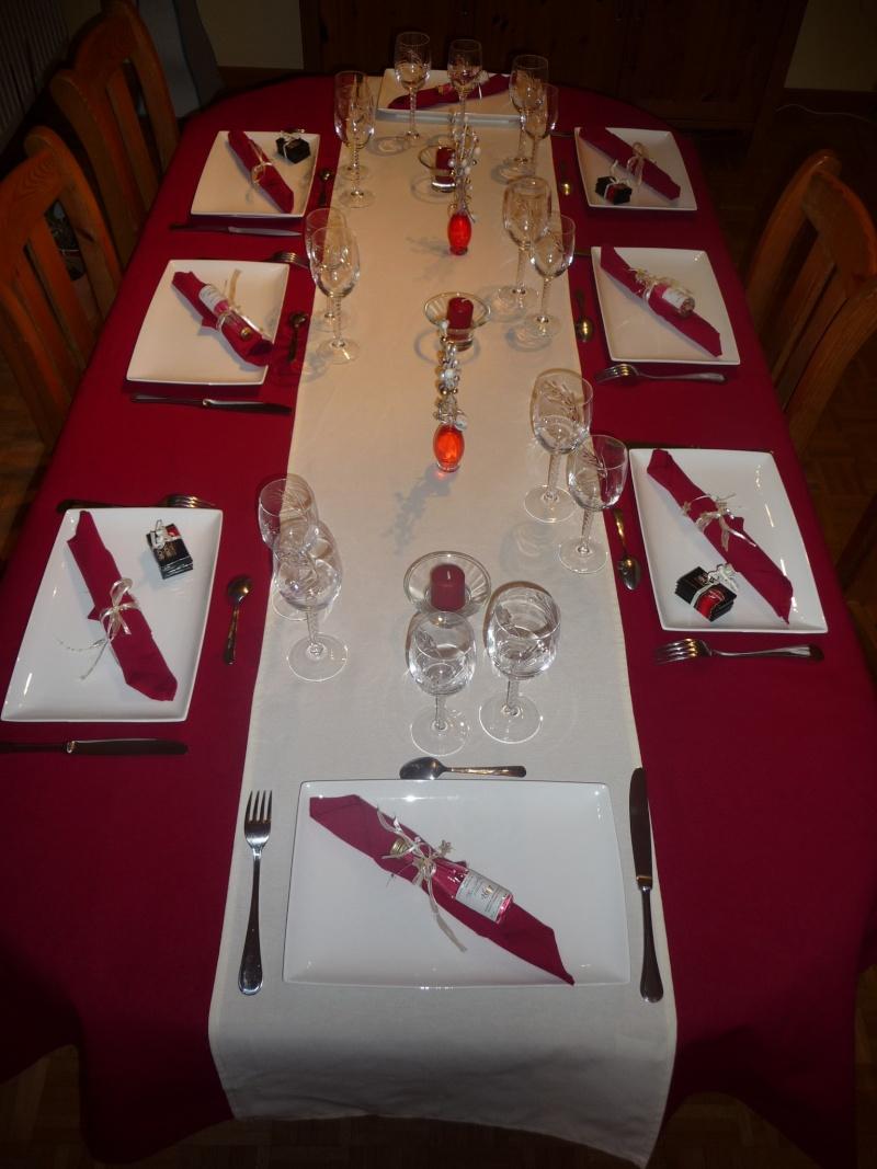 MA DECO DE TABLE ROUGE ET BLANCHE P1100913