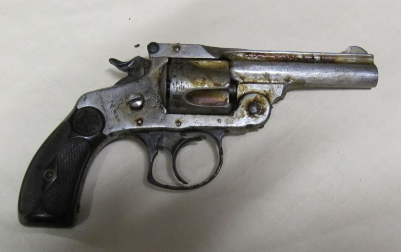 Quelques trouvailles (suite) Pistol13