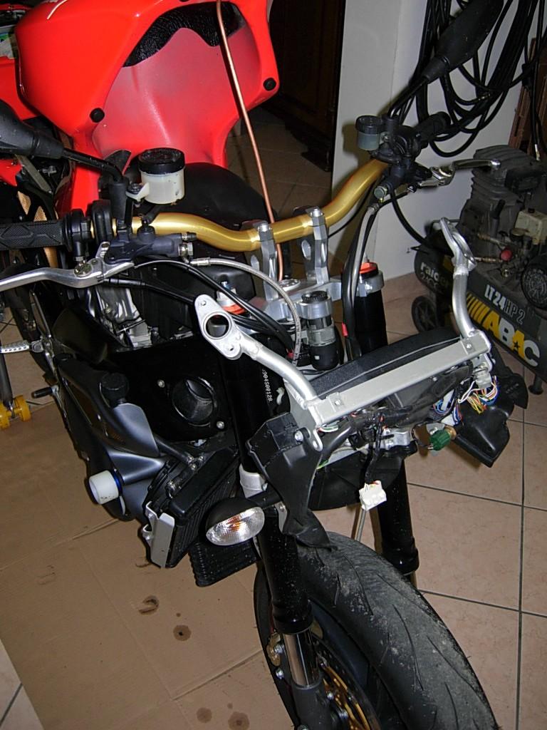 Montaggio forche ohlins su tuono r Dscn2918