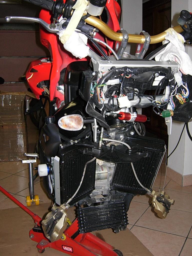 Montaggio forche ohlins su tuono r Dscn2920