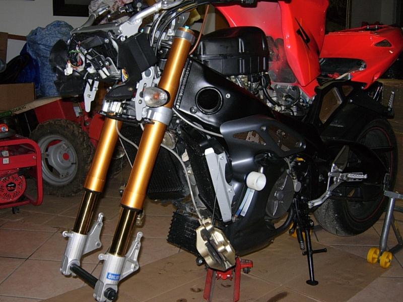 Montaggio forche ohlins su tuono r Dscn2921