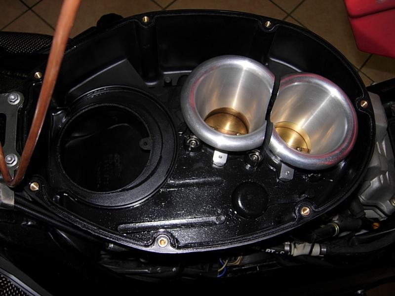 Montaggio forche ohlins su tuono r Dscn2923
