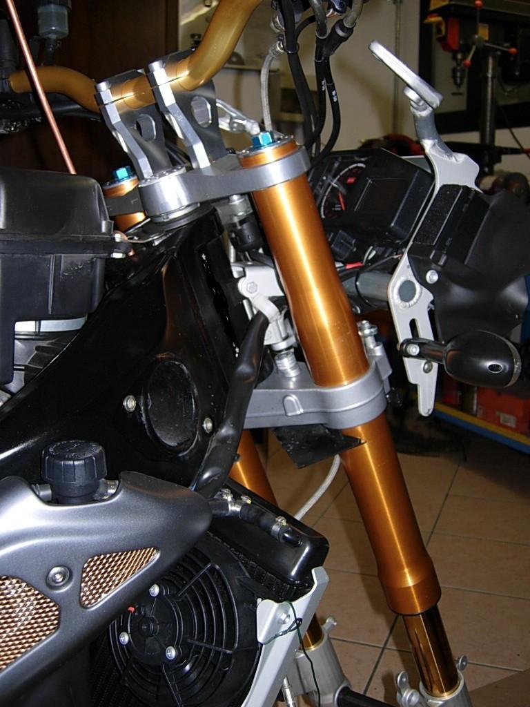 Montaggio forche ohlins su tuono r Dscn2927