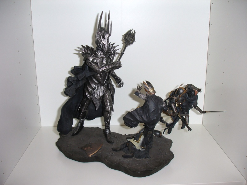 CUSTOM d'un diorama , Sauron VS the numenorean army  de chez sideshow. Dsc01010