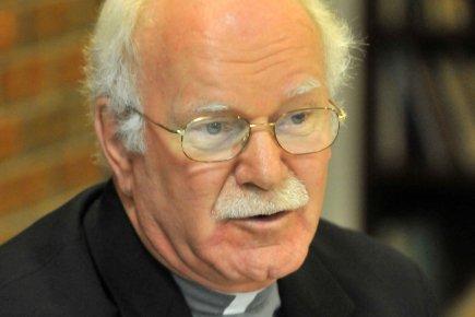 L'évêque de Trois-Rivières, Martin Veillette, favorable à l'ordination des femmes ! 23757710