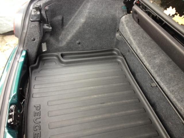 Recherche tapis de coffre Peugeot  Bac_co11