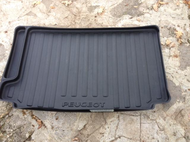 Recherche tapis de coffre Peugeot  Bac_co12