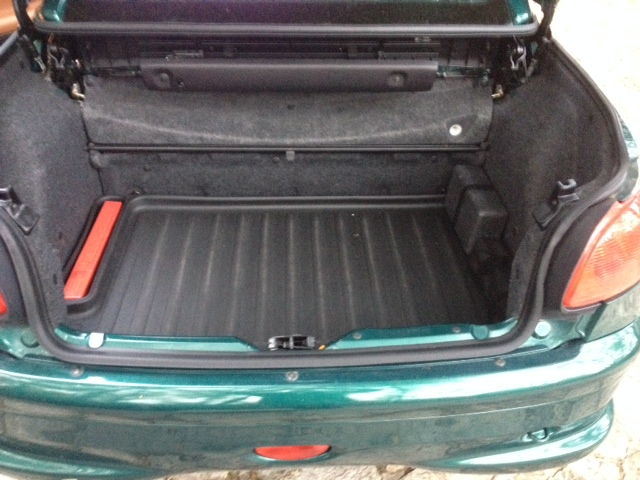 Recherche tapis de coffre Peugeot  Photo210