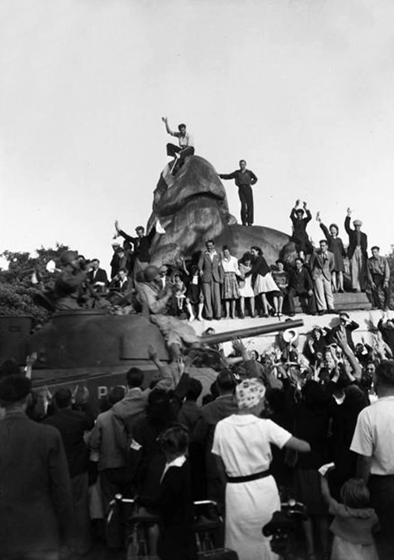 """vieux sujet ( buldozer et Sherman """" Paris """" ) 28827810"""