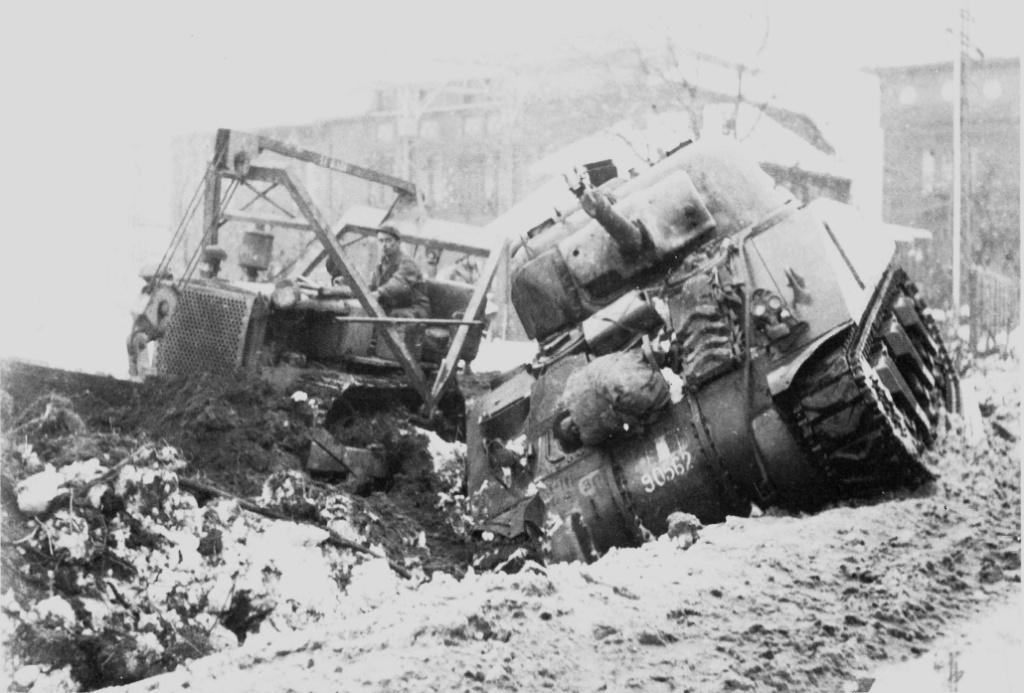 """vieux sujet ( buldozer et Sherman """" Paris """" ) Paris_12"""