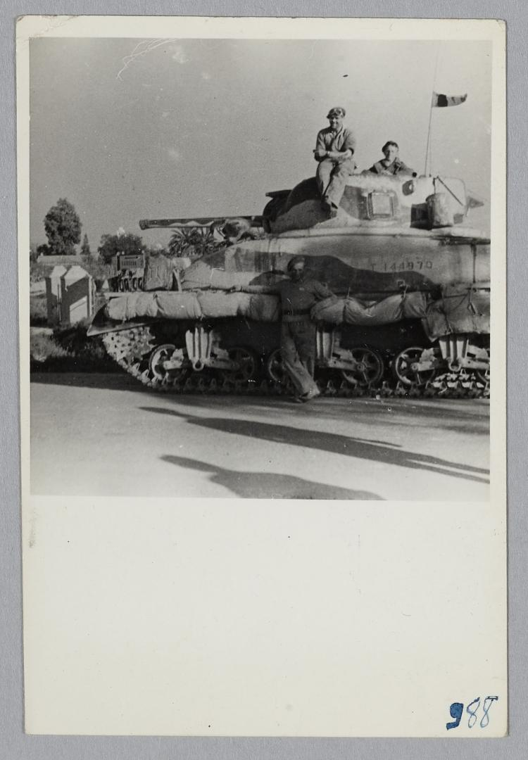 Des Shermans M4A1 à la 1ère CACC en Tunisie? Trois_10
