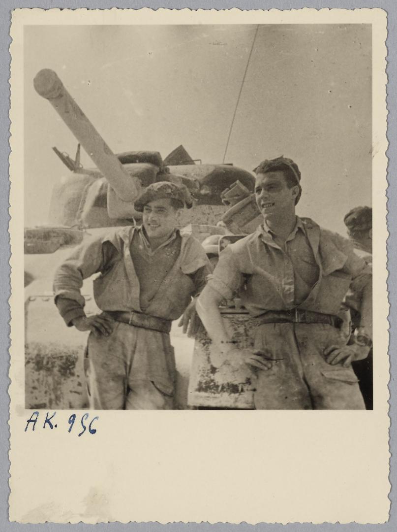 Des Shermans M4A1 à la 1ère CACC en Tunisie? Yves_g10