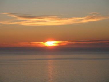 شمس في منتصف الليل 11874212