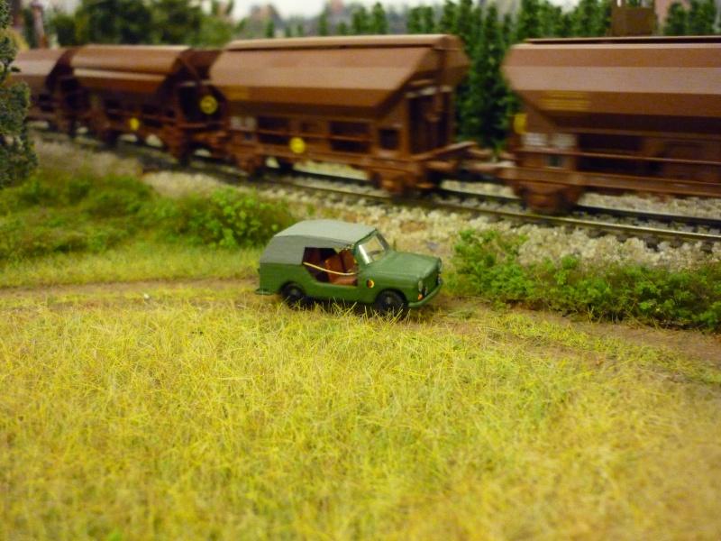 Modelle von Fahrzeugen der ehemaligen NVa P1010314