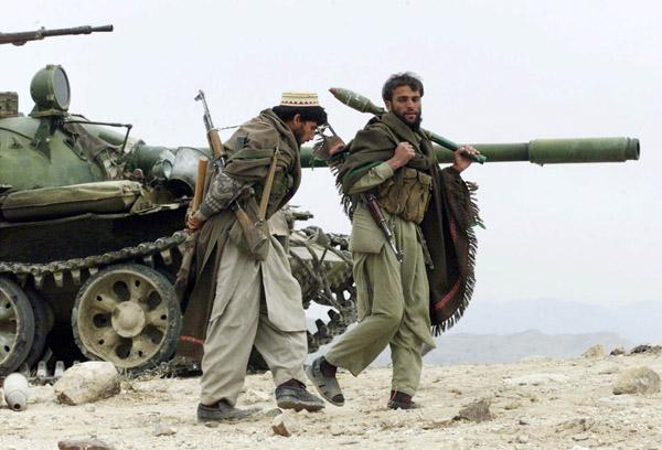 Kit/Loadout Taliban / Pashtun / CIA CAG / Insurgente Descar12