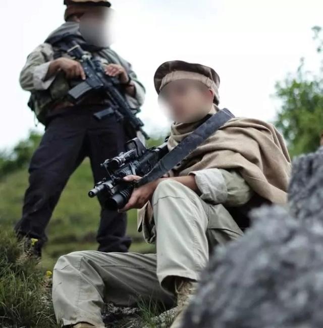 Kit/Loadout Taliban / Pashtun / CIA CAG / Insurgente Whatsa17