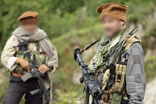 Kit/Loadout Taliban / Pashtun / CIA CAG / Insurgente Whatsa18